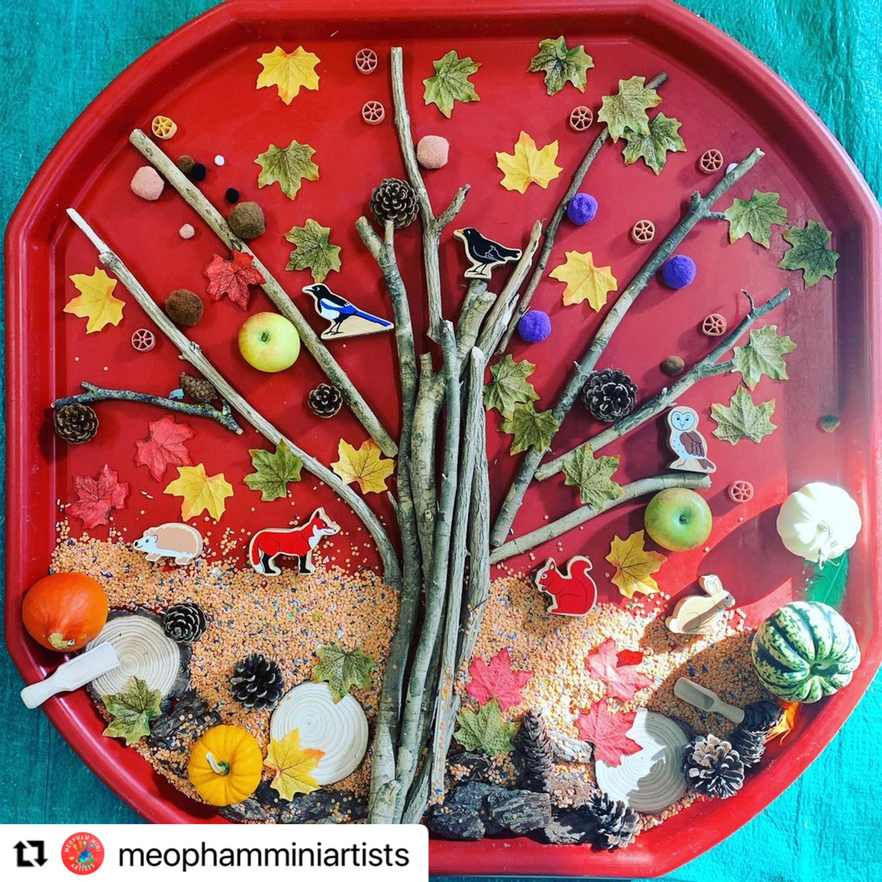 Autumn tuff tray activity for toddlers